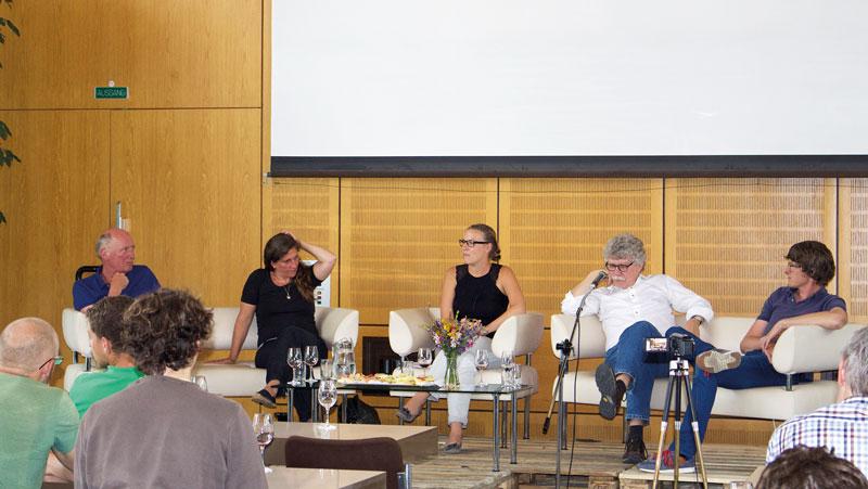 Bei der Talkrunde gab es einen interessanten und offenen Gedanken- und Erfahrungsaustausch zum Thema Naturwein oder naturbelassene Weine.